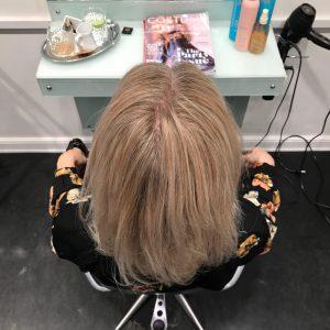 efterbillede-graat-haar-blondt-haar-udgroning-frisoer-saco-1