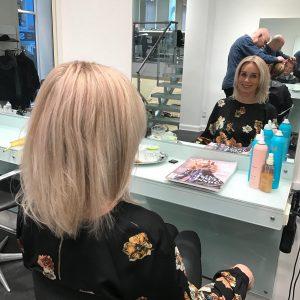 efterbillede-graat-haar-blondt-haar-udgroning-frisoer-saco-2