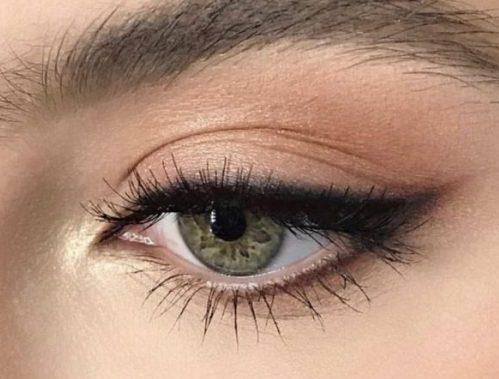 3 hurtige tips, som får din eyeliner til at holde bedre!