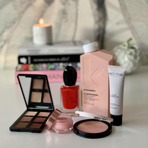Makeup du skal kende, en uundværlig shampoo og en sexet duft